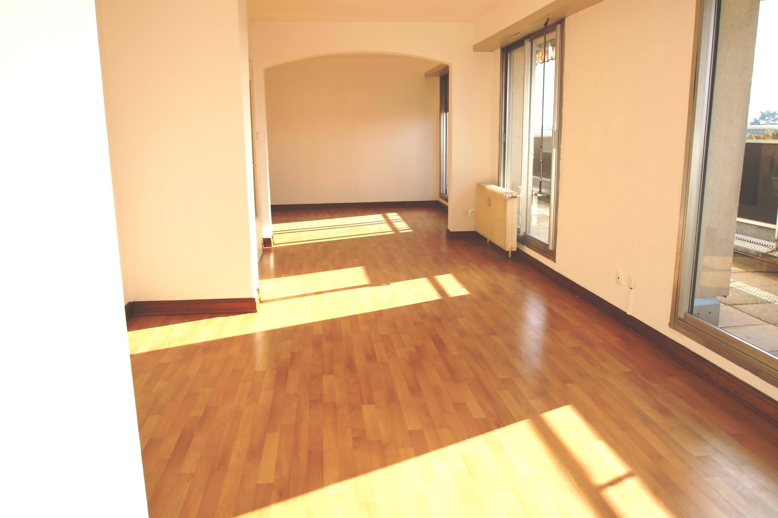 Dernière étage, Appartement 6 pièces, grande terrasse