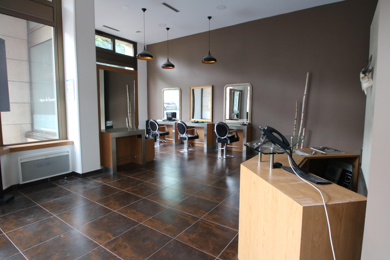 Salon de coiffure 65 m2 à louer, entièrement équipé