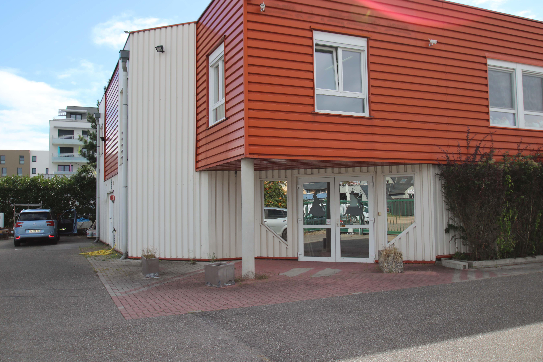 Locaux entrepôts, 740 m2, Show room, Stockage, Bureaux et parkings
