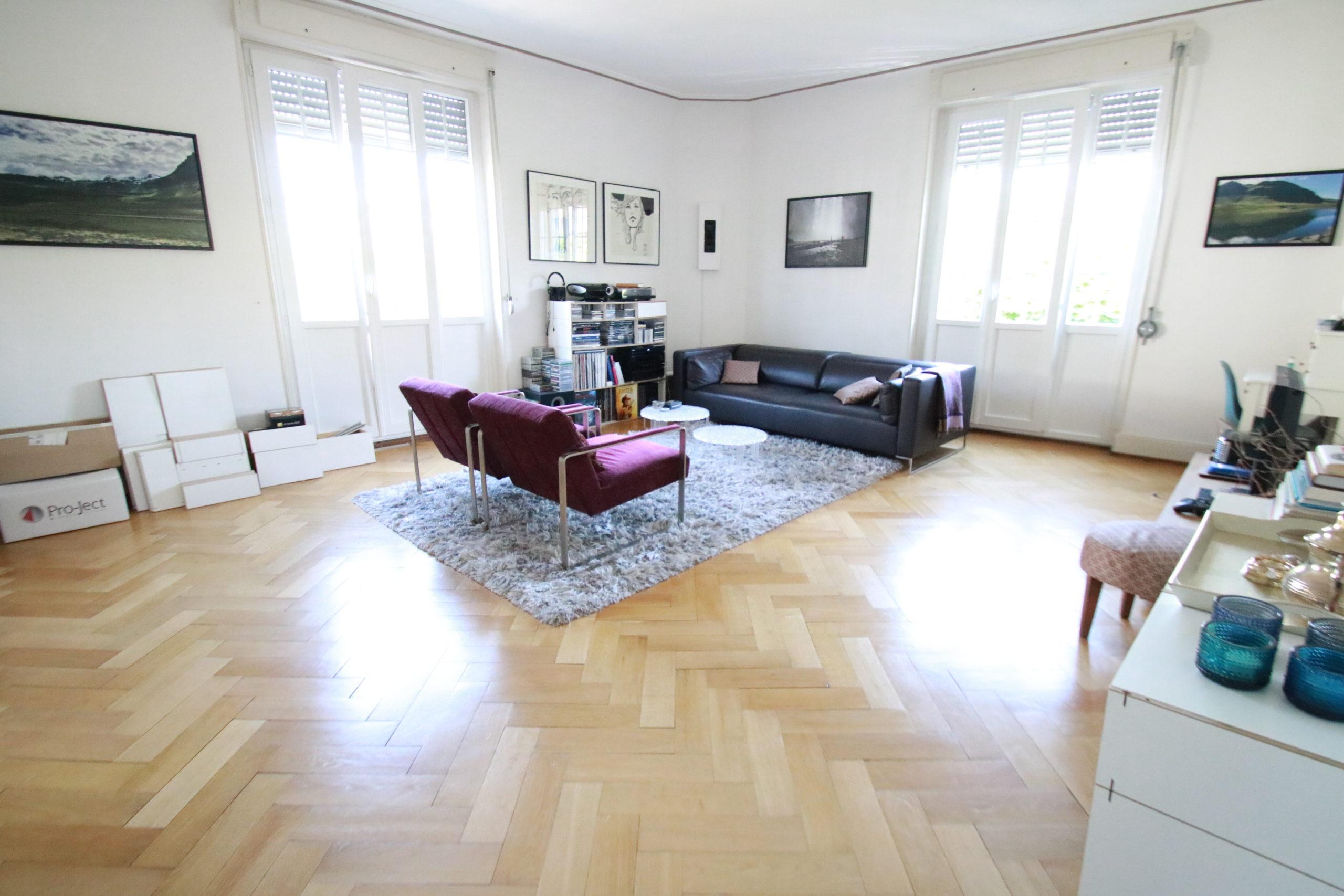 Quartier ORANGERIE, Appartement de standing de 196 m², 2è étage avec ascenseur et garage.