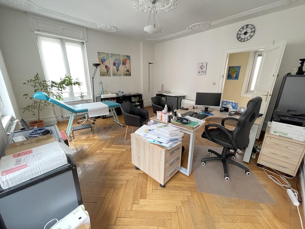 Magnifique bureau 99.6m² 4P Place Broglie