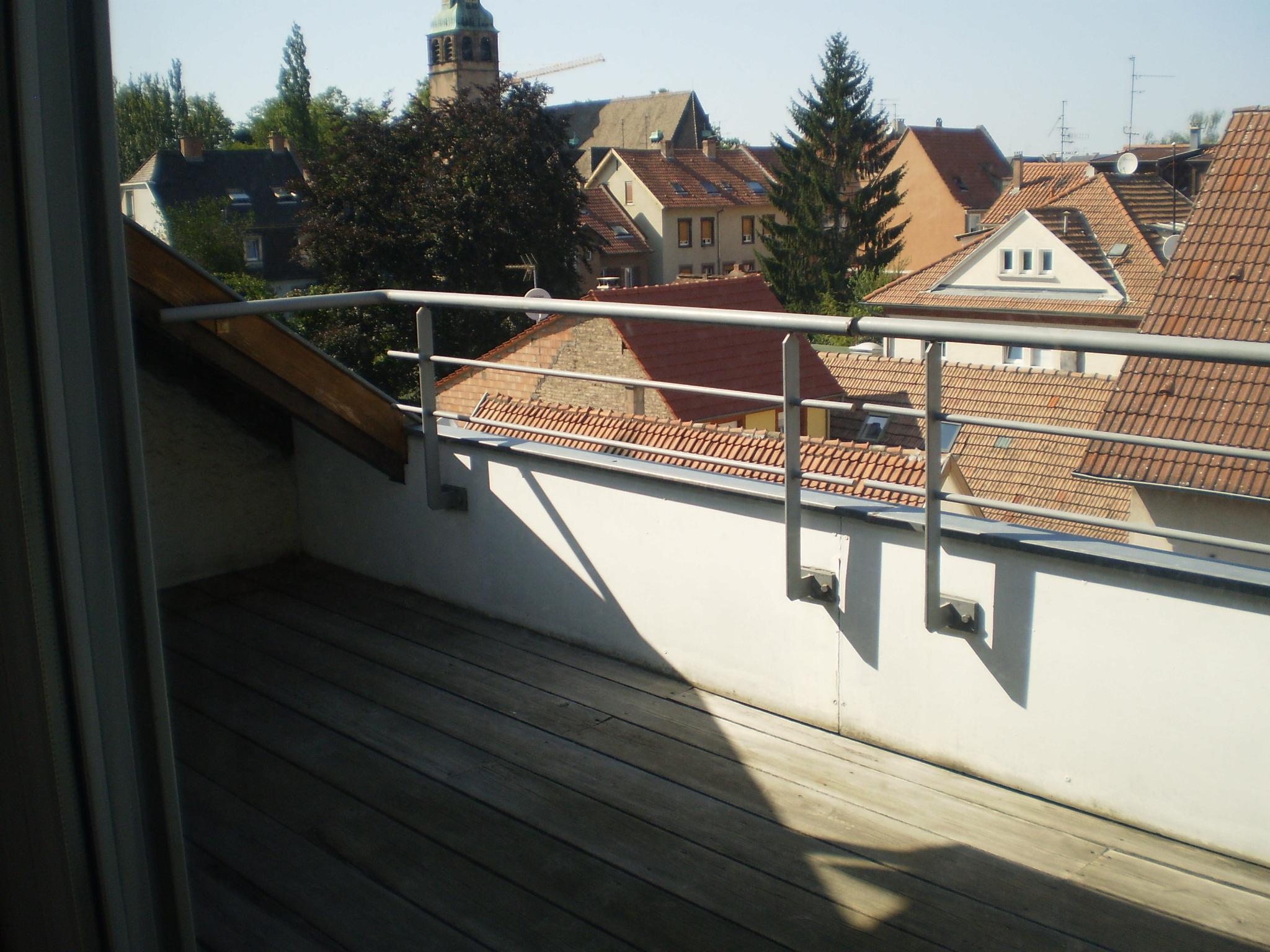 Strasbourg St Florent, F2, 35 m2, 3è et dernier étage, terrasse et cave.