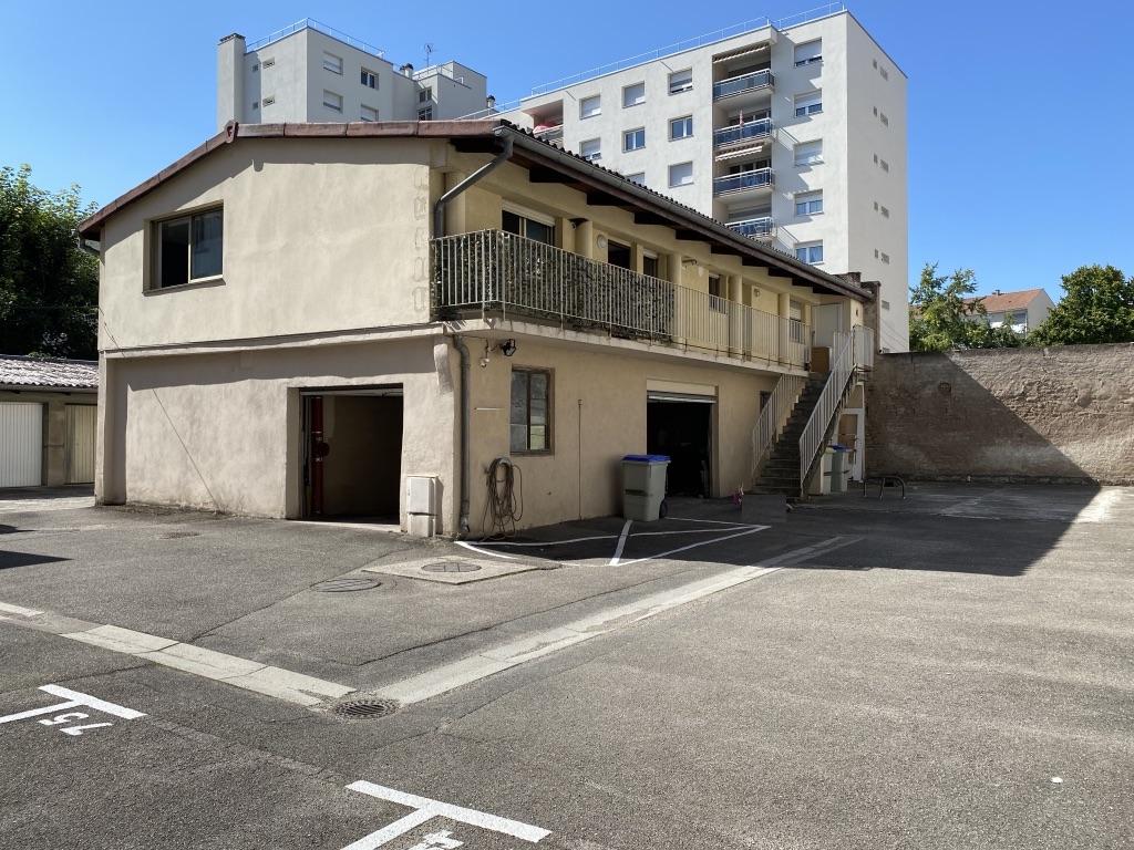 NEUDORF, Appartement 3 pièces, 58 m2, avec garage fermé.